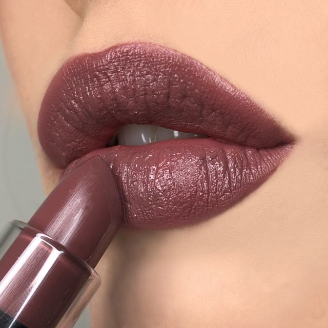 Cream Lipstick Studio
